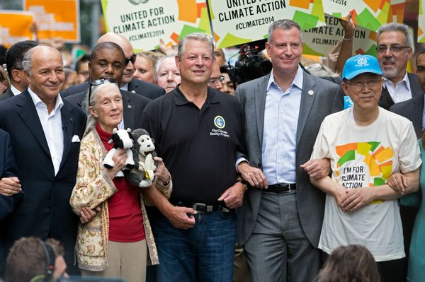 (왼쪽에서부터) 로랑 파비우스 프랑스 외교장관, 동물학자이자 환경운동가인 제인 구달, 앨 고어 전 미국 부통령, 빌 더블라지오 뉴욕 시장, 반기문 UN 사무총장.