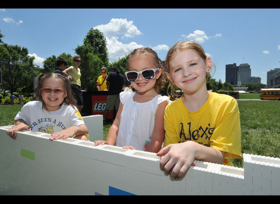 "<a href=""http://www.alexslemonade.org/"" target=""_hplink"">Alex's Lemonade Stand Foundation</a> -- a charity dedicated to Alex"