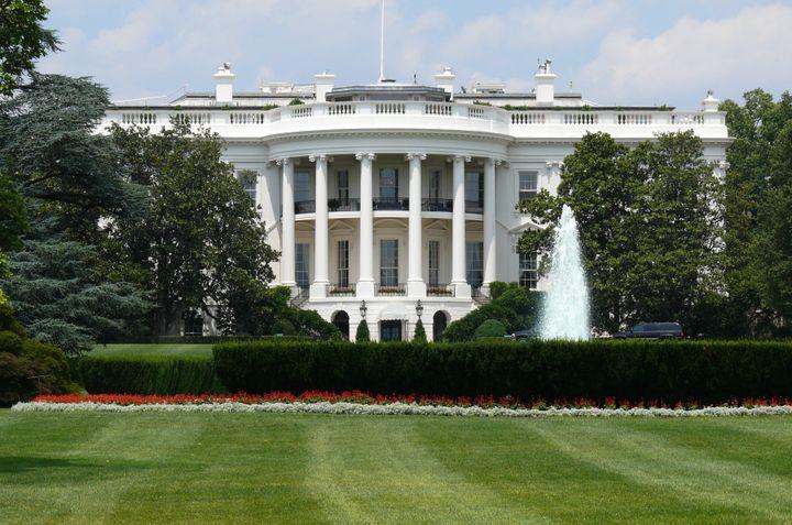 Description 1 South facade of the en:White House | White House , Washington DC. The White House is the official residence and