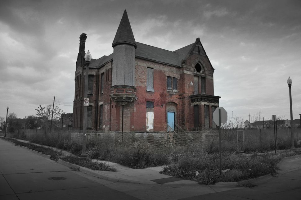 """Due to the vast amount of foreclosed homes, <a href=""""http://consumerist.com/2014/04/15/detroit-selling-foreclosed-homes-for-1"""