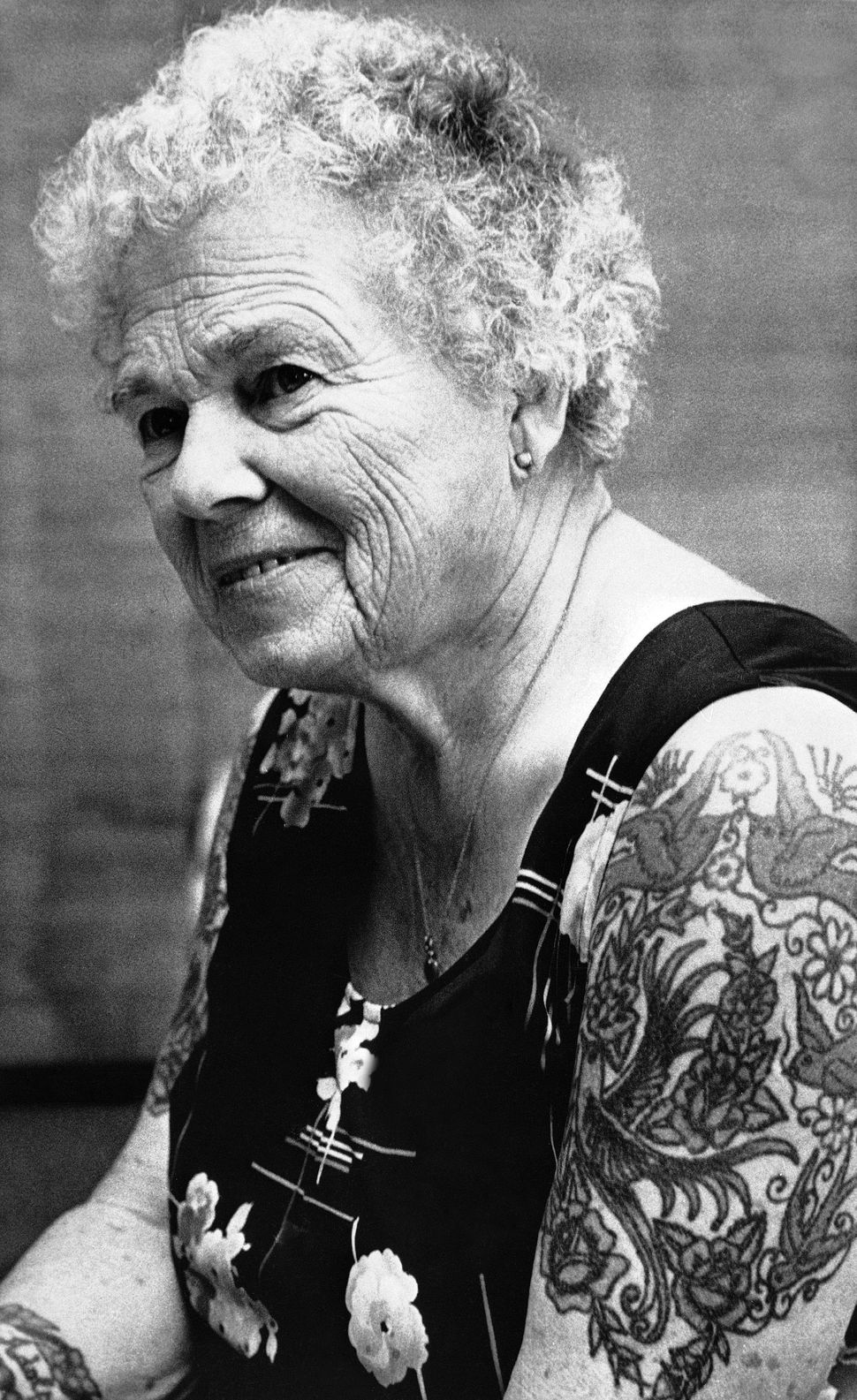 Elizabeth Weinzirl (pictured in Minneapolis 1978) has brightly colored tattoos winding around her body from her neck to her k