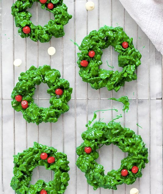 """<strong> <a href=""""http://www.foodiecrush.com/2012/11/friday-faves-and-white-chocolate-and-peppermint-christmas-wreath-cookies"""