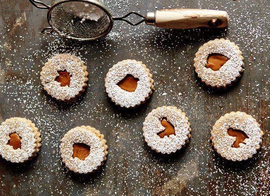 "<strong><a href=""http://www.mybakingaddiction.com/linzer-cookies-recipe/"" target=""_hplink"">자세한 레시피는 여기를 클릭!</a> from My Bakin"