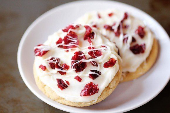 """<strong> <a href=""""http://www.gimmesomeoven.com/cranberry-bliss-cookies/"""" target=""""_blank"""">자세한 레시피는 여기를 클릭!</a> from Gimme Some"""