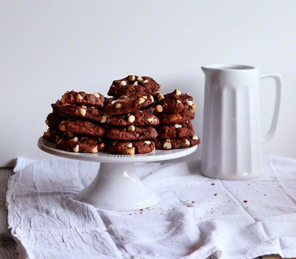 "<strong><a href=""http://iambaker.net/triple-chocolate-devils-food-cookies-box-versus-scratch-baking/"" target=""_blank"">자세한 레시피"