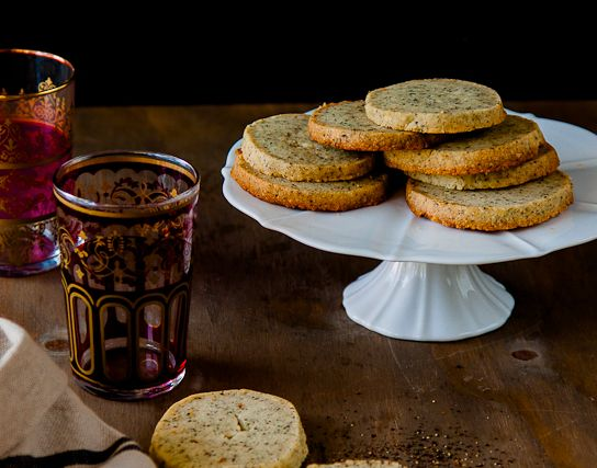 """<strong><a href=""""http://www.ledelicieux.com/recipes/chai-shortbread-cookies/"""" target=""""_blank"""">자세한 레시피는 여기를 클릭!</a> from Le De"""