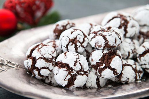 """<strong><a href=""""http://www.simplyrecipes.com/recipes/chocolate_crinkles/"""" target=""""_blank"""">자세한 레시피는 여기를 클릭!</a> from Simply R"""