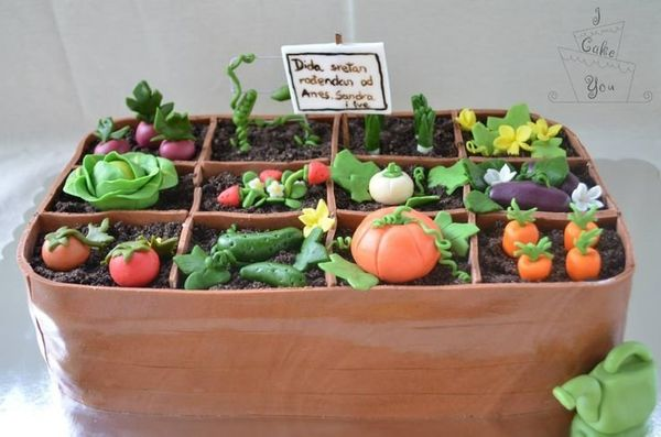 """<strong><a href=""""http://www.cakecentral.com/gallery/i/3157986/garden-cake"""" target=""""_blank"""">Garden Cake</a> from Cake Central<"""