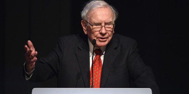 NEW YORK, NY - JUNE 03:  Warren Buffett speaks during the Forbes' 2015 Philanthropy Summit Awards Dinner on June 3, 2015 in N