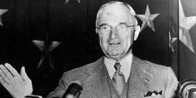 (GERMANY OUT) Truman, Harry S. *08.05.1884-26.12.1972+Staatspraesident (1945-1953), USA- kuendigt auf einer Ansprache vor dem Verband der amerikanischen Zeitungsverleger einen 'Feldzug derWahrheit' an, der die Ueberlegenheit der freiheitlichen, demokratischen Gesellschaften beweisen soll- 1950 (Photo by ullstein bild/ullstein bild via Getty Images)