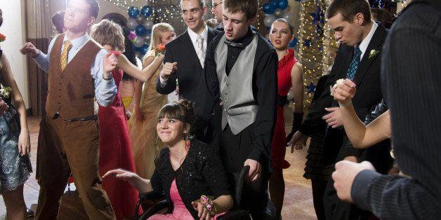 USA, Utah, Cedar Hills, Teenagers (14-17) dancing at high school prom