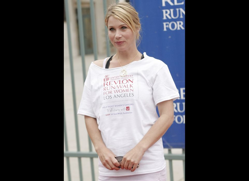 "After undergoing a double mastectomy in 2008, Christina Applegate <a href=""https://www.huffpost.com/2008/08/18/christina-appl"
