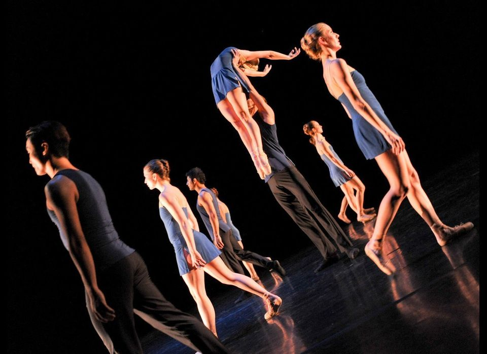 """Monat, based in Santa Monica, created """"Vista"""" for 7 dancers, set to Bach Violin Concerto in A Minor, an easy-on-the eye, high"""