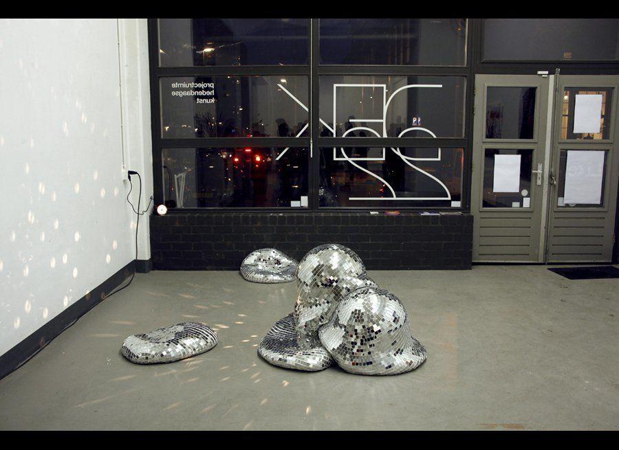 "ROTGANZEN, ""Quelle Fête II"", Rotterdam, The Netherlands, 2012, styrofoam, polyurethane foam and mosaic mirrors, photo courtes"