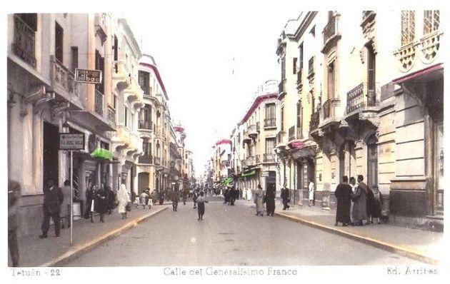 Carte postale, vue de la rue du Général Franco à
