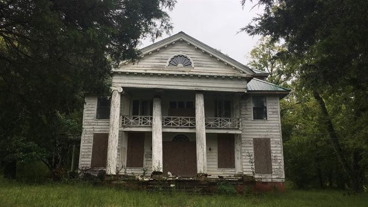 A Uniontown plantation in disrepair.