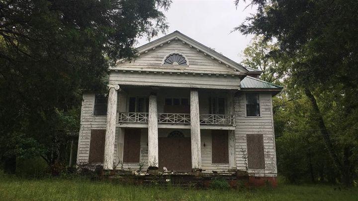 A Uniontown plantation in disrepair.