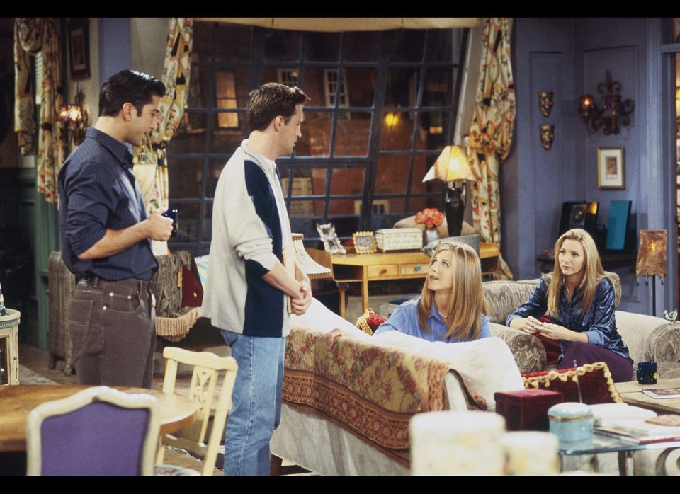 """""""The One with the Dirty Girl"""" Episode 6-- Pictured: (l-r) David Schwimmer as Ross Geller, Matthew Perry as Chandler Bing, Jen"""