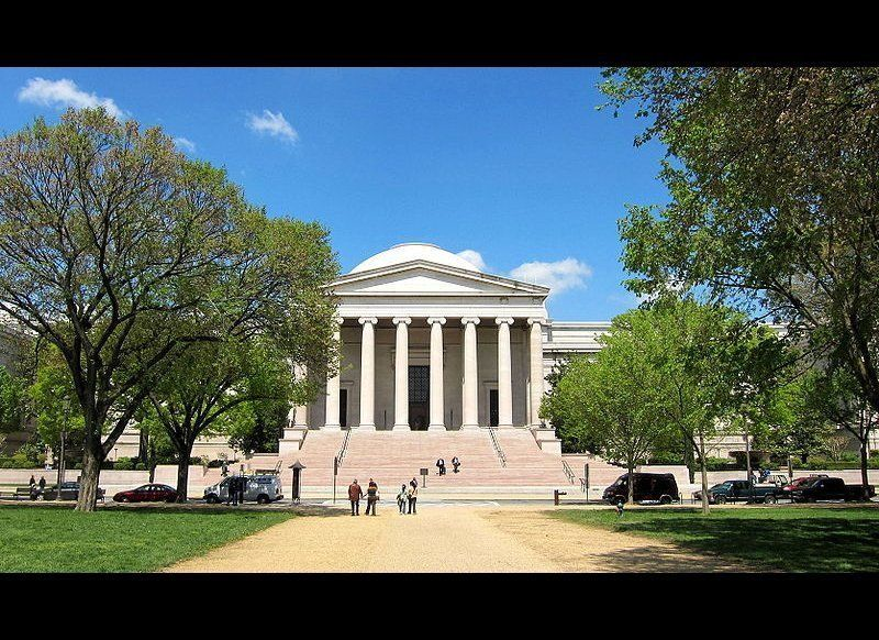 "<a href=""http://www.si.edu/Museums"" target=""_hplink"">The Smithsonian Museums</a> make up the world's largest museum complex,"