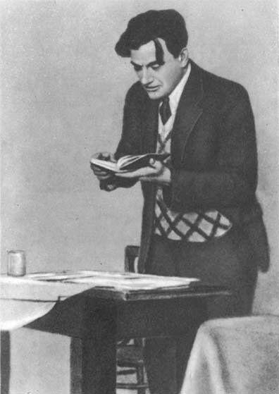 Description 1 V.V. Mayakovsky 1930 1 В.В. Маяковский 1930 год | Source http://www. fplib. ru/id/gallery/majakovskij_photo/ |