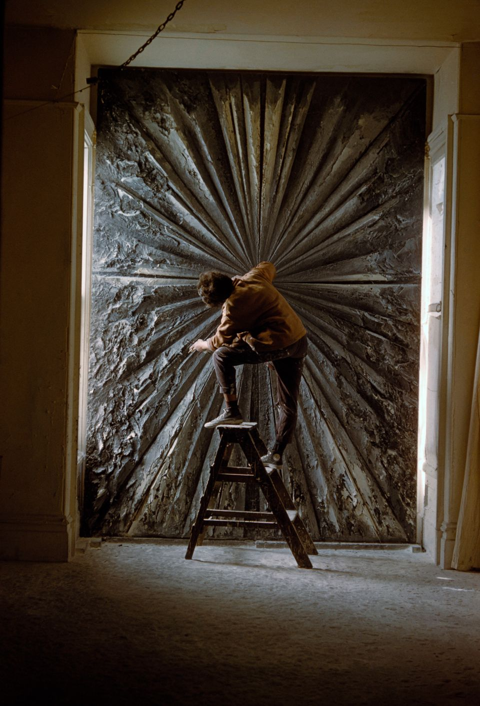 Burt Glinn, Jay DeFeo working on The Rose, 1960; © 2012 Burt Glinn/Magnum Photos