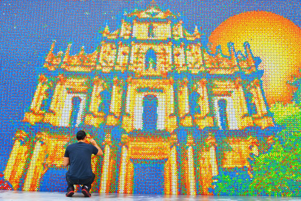 Cube Works broke every existing record for 'Largest Rubik's Cube Mosaic Ever Created' by using 85,794 Rubik's Cubes to recrea