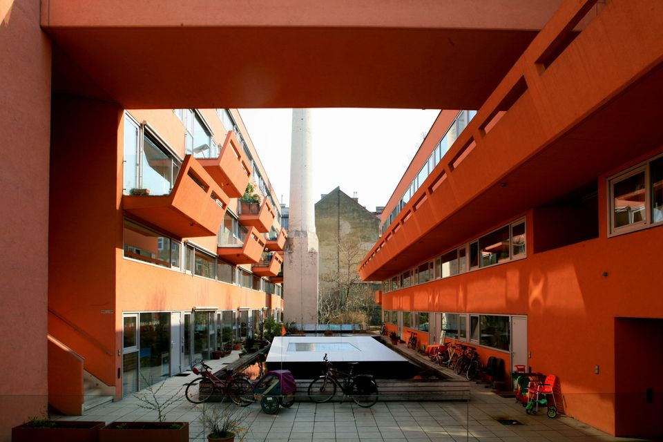 Architects: BKK-2, Johnny Winter  Developer: VIL, Verein für integrative Lebensgestaltung Address: 1140 Vienna, Goldschlagstr