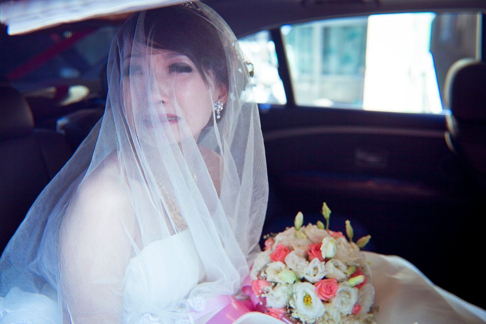 """<strong>Taiwain - Shortlist Split Second Open Competition: </strong> """"Emotional outpouring of bride,"""" the image description r"""
