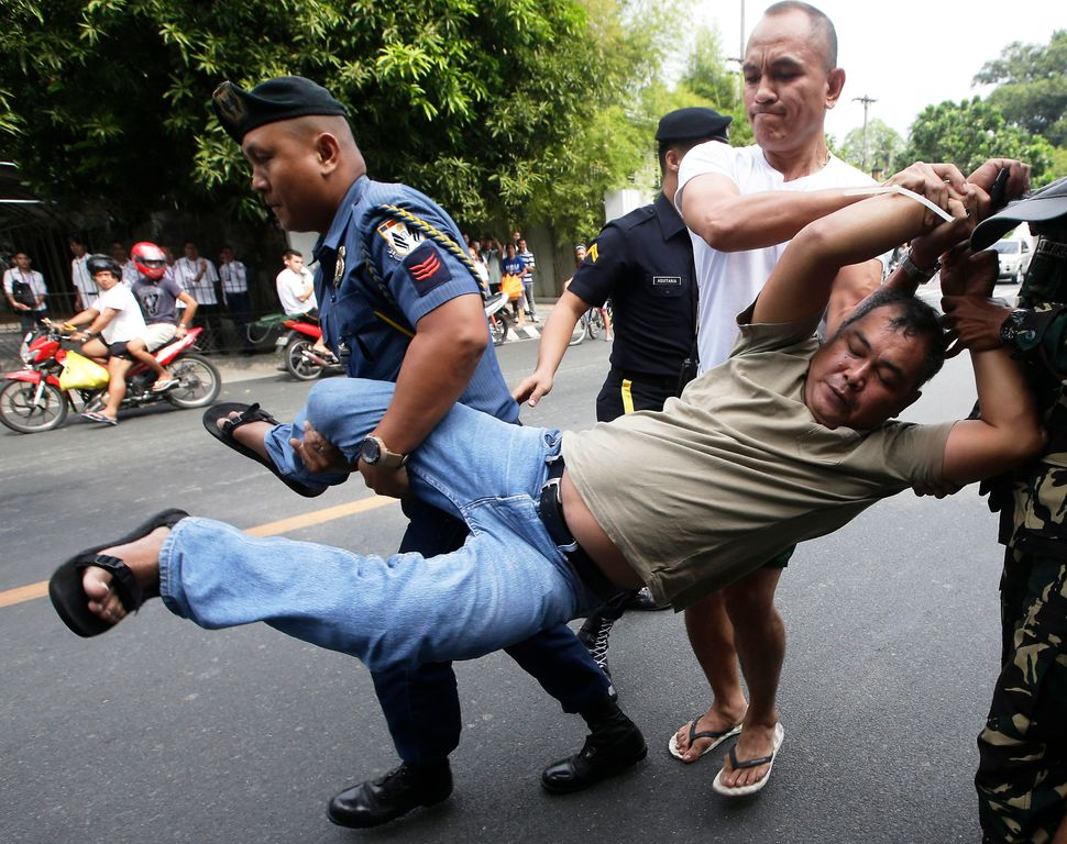 """Presidential security arrest a farmer-protester after their group was able to sneak into the tight security to hold a """"lightn"""