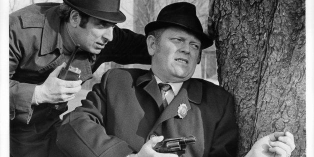 Sonny Grosso pointing gun in a scene from the film 'The French Connection', 1971. (Photo by 20th Century-Fox/Getty Images)