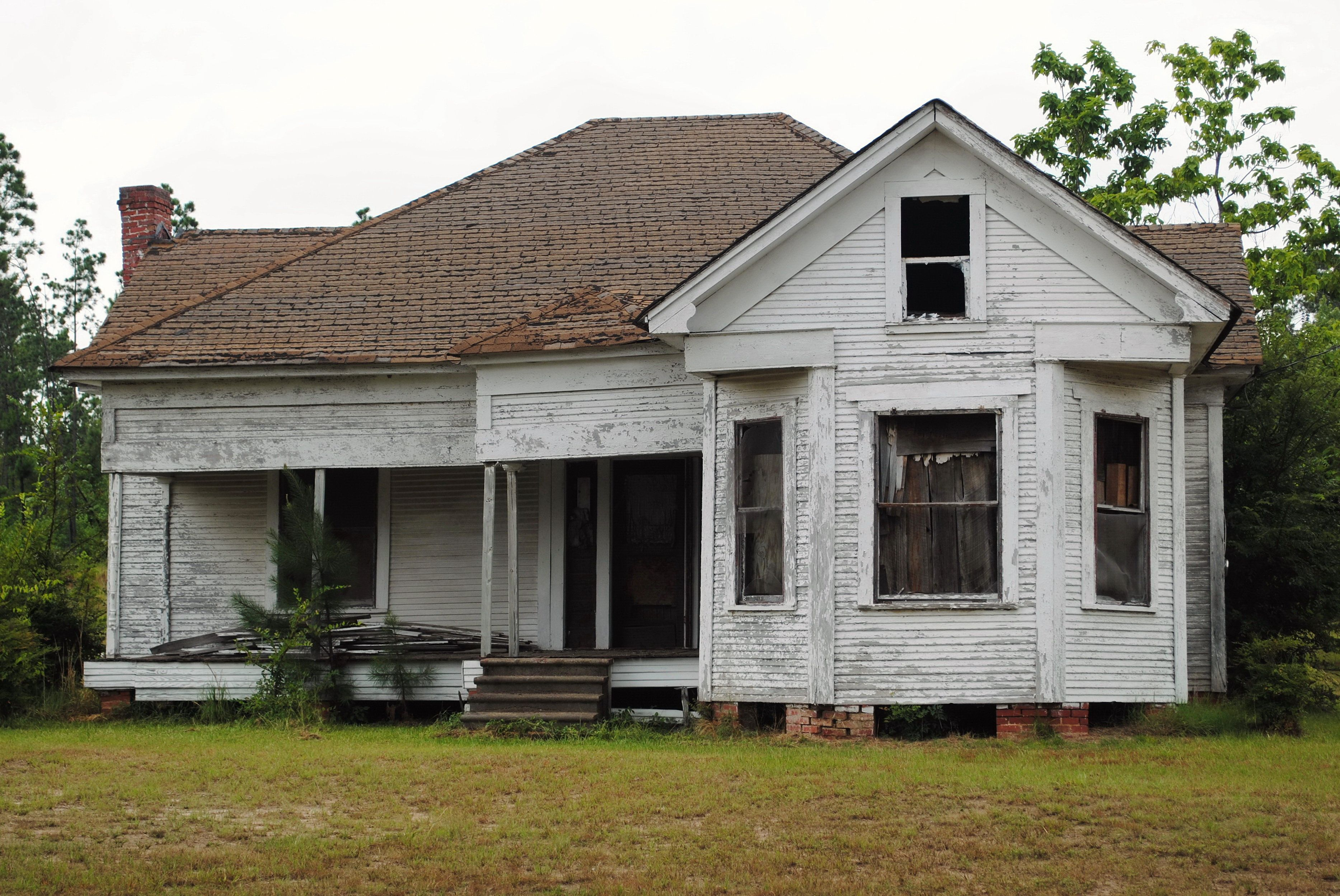 Abandoned Decrepit White House in rural Texas.