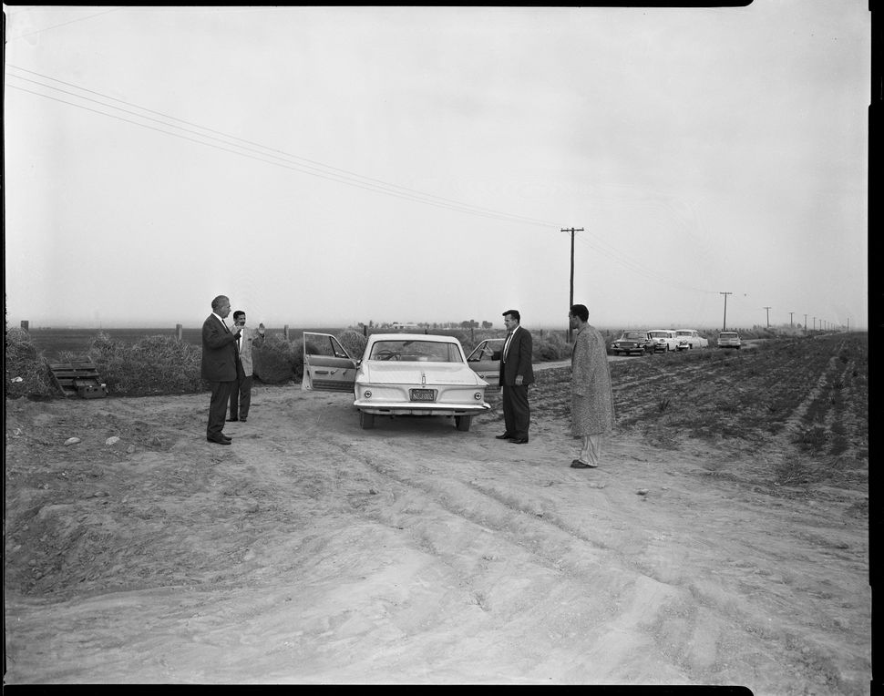 """Onion Field"" reenactment with suspect, Jimmy Lee Smith, and detectives Date: 1963"