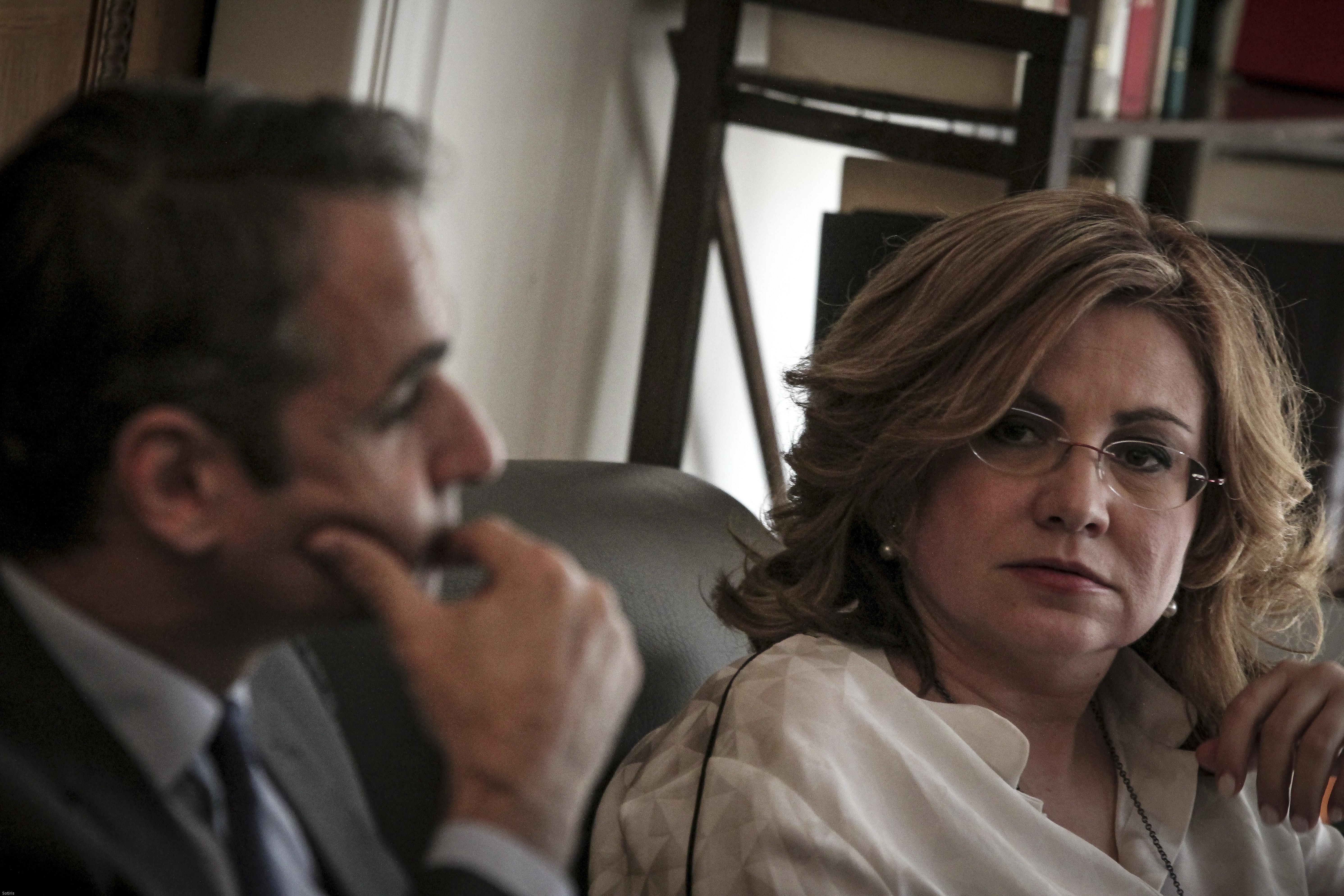 Σκληρή κόντρα μετά το δημοσίευμα της FAZ για δύο άγνωστες συναντήσεις Σπυράκη -