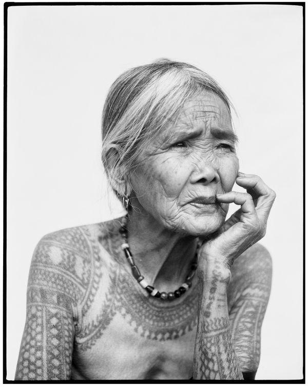 La dernière femme Kalinga tatoueuse. © Jake Verzosa.