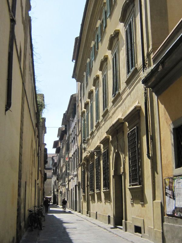 Lisa lived with her husband and their family in this home, extensively renovated, on Via della Stufa.  As was common at the t