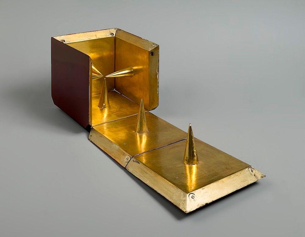 Mathias Goeritz. Cruz en la caja, 1960-61. Wood, metal hinges and gold leaf, 72 x 56 cm (open) / 20.5 x 21 cm (closed). Priva