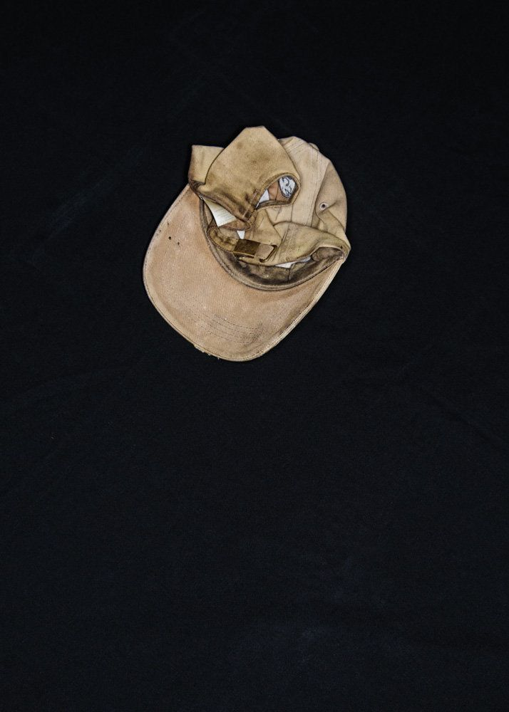 """The husband's hat. The husband of Lydia (Honduras) died two years ago from brain trauma during an impact against the train."