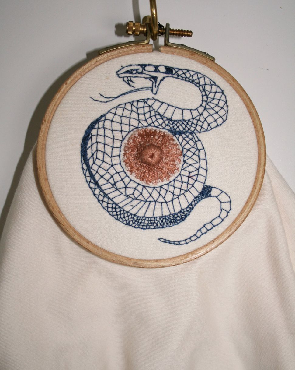 Siouxie - cotton jersey, embroidery silk, embroidery hoop -  h 20cm x w 12cm