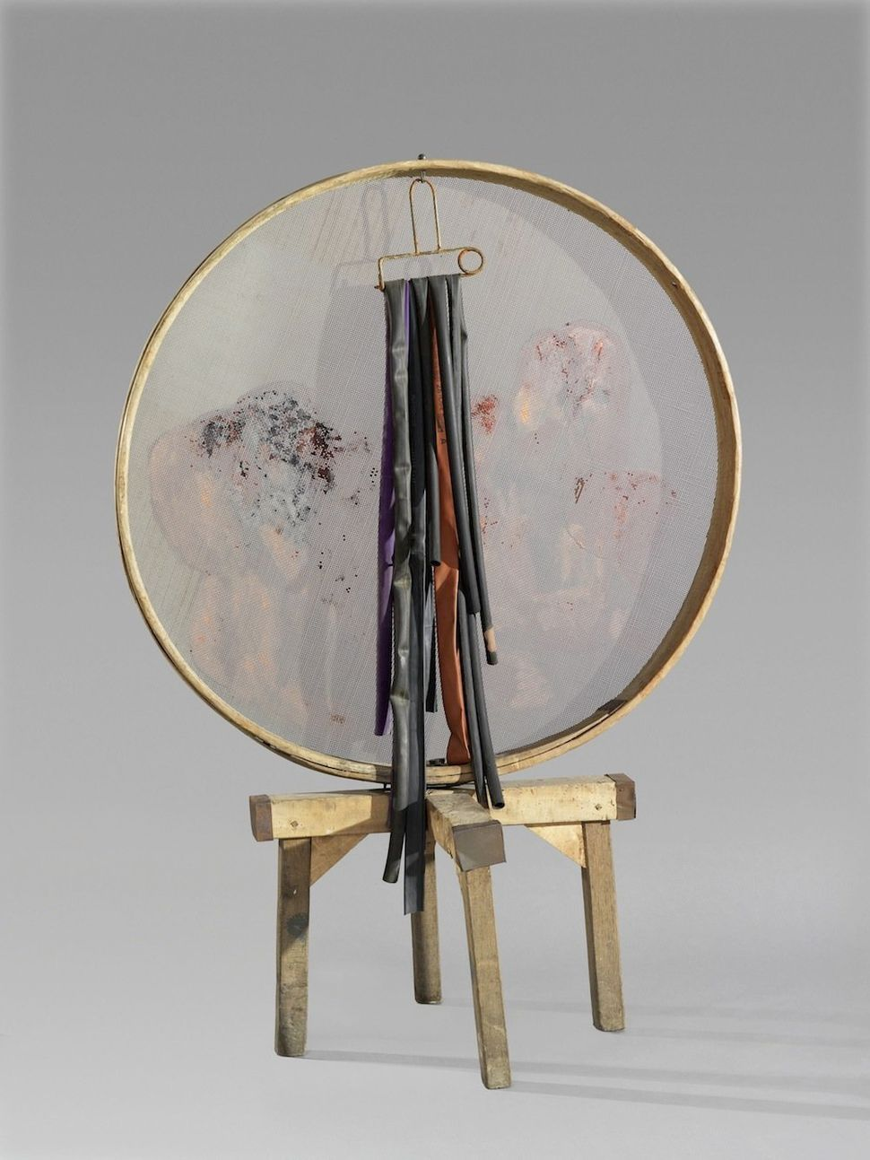 Sortilegi 1984 Composition with found objects and sieve 159 x 112,5 x 68,7 cm Hauser & With Collection, Switzerland Photo: St