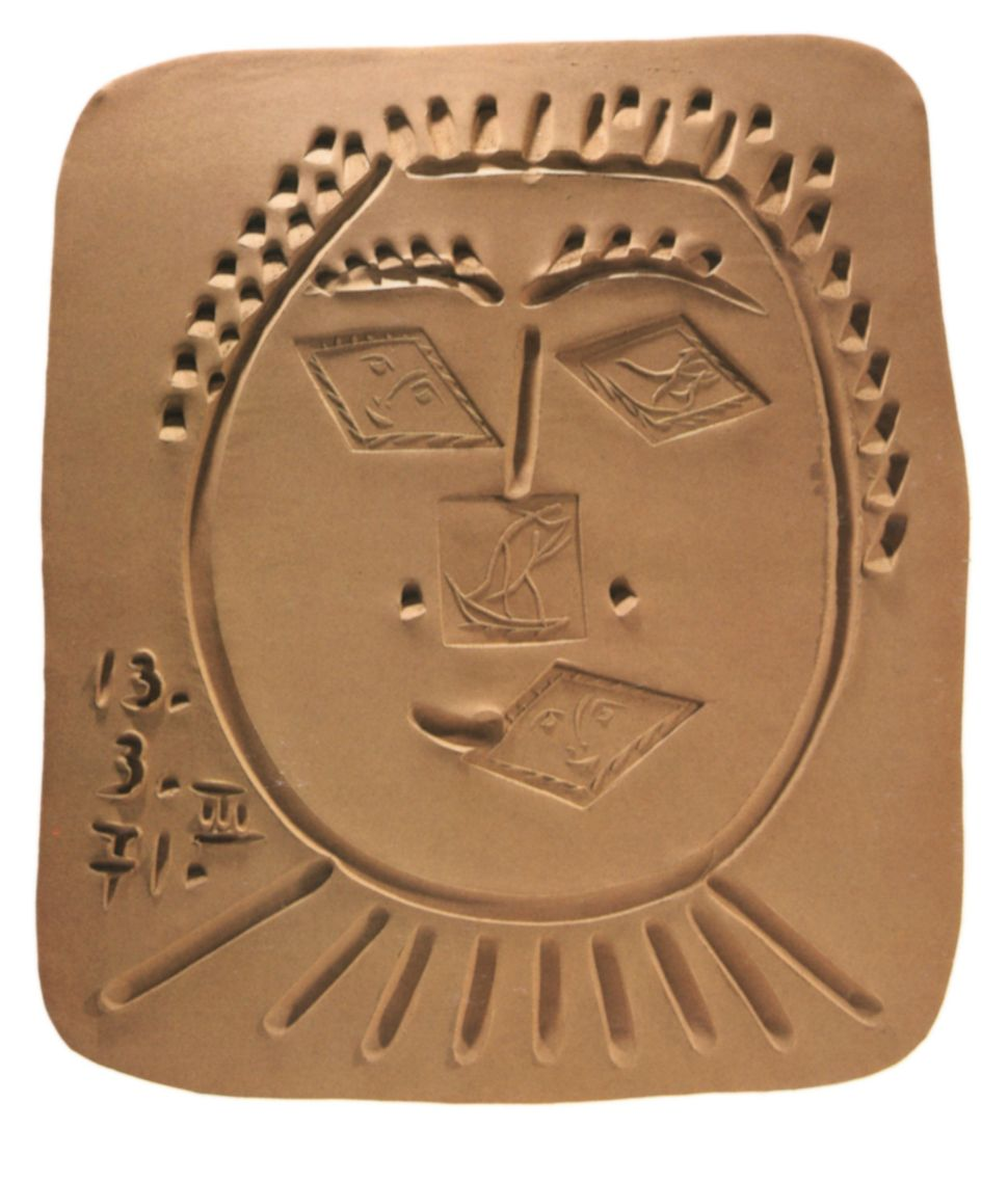 Pablo Picasso, Visage a la fraise (Alain Ramié 625), Terre de faïence plaque, 1971, numbered 56/200, with the Madoura and Poi