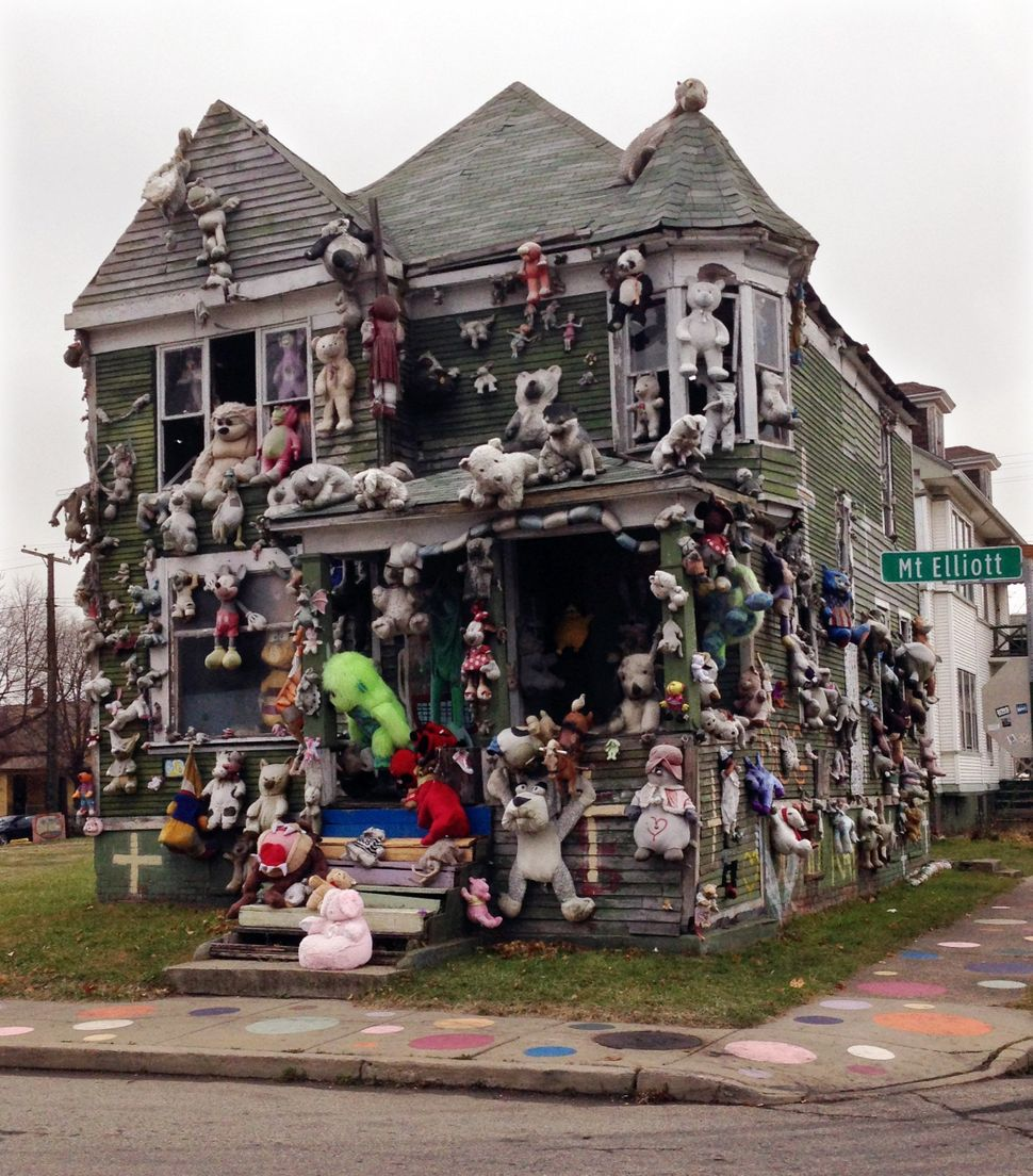 <strong>WHAT:</strong> In 1986 Detroit native Tyree Guyton transformed portions of the Heidelberg Street Neighborhood into si