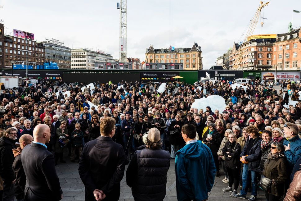 Olafur Eliasson speaking at the opening of Ice Watch, City Hall Square, Copenhagen (Photo: Anders Sune Berg)