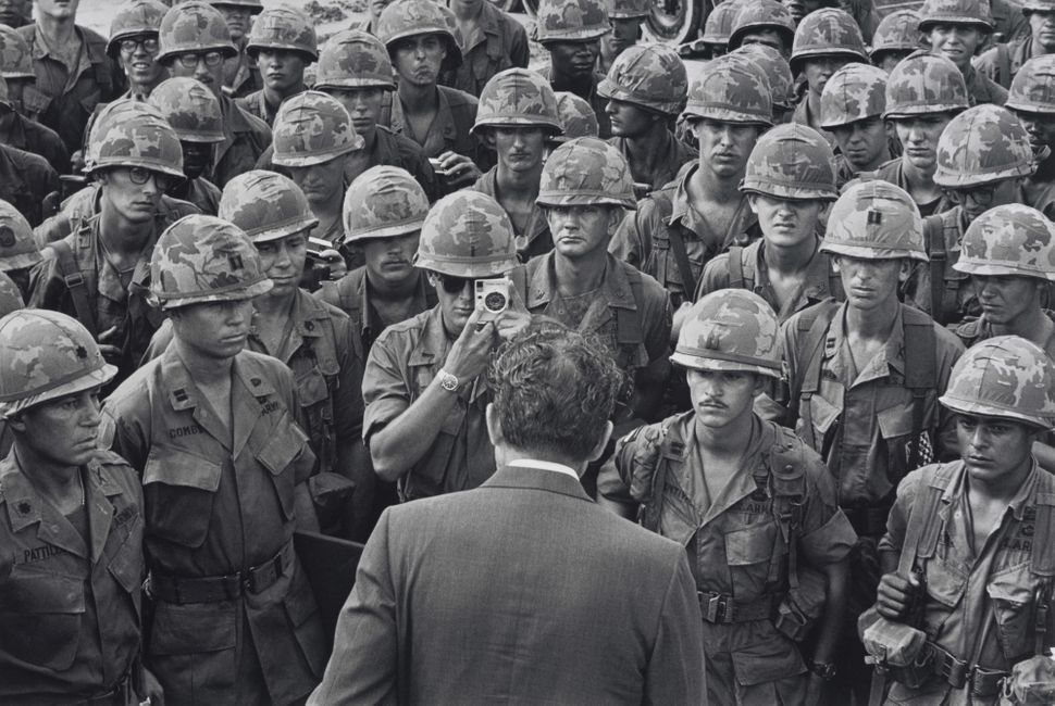 Bob Daugherty, Αμερικάνος. Ο πρόεδρος Nixon συναντά στρατιώτες της πρώτης διμοιρίας στο Di An στη Saigon, 1969
