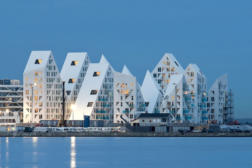"The Iceberg / CEBRA + JDS + SeARCH + Louis Paillard Architects (Denmark): ""<a href=""http://www.archdaily.com/483415/the-icebe"