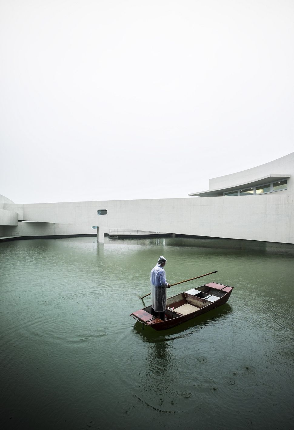"The Building on the Water / Álvaro Siza + Carlos Castanheira (China): ""The inauguration of '<a href=""http://www.archdaily.com"