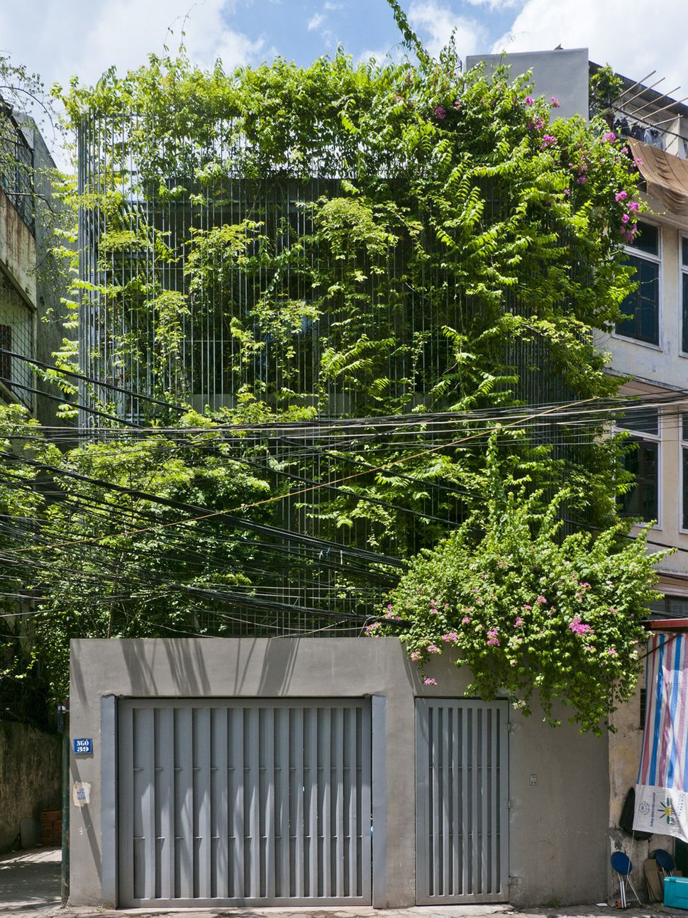 "Green Renovation / Vo Trong Nghia Architects (Vietnam): ""Vietnam's fast development raises many urban problems; less green sp"
