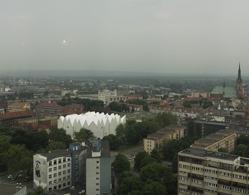 """Philharmonic Hall Szczecin / Estudio Barozzi Veiga (Poland): """"<a href=""""http://www.archdaily.com/561343/philharmonic-hall-szcz"""
