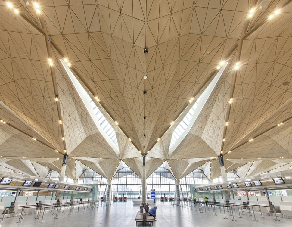 "Pulkovo International Airport / Grimshaw Architects + Ramboll + Pascall+Watson (Russia): ""<a href=""http://www.archdaily.com/4"