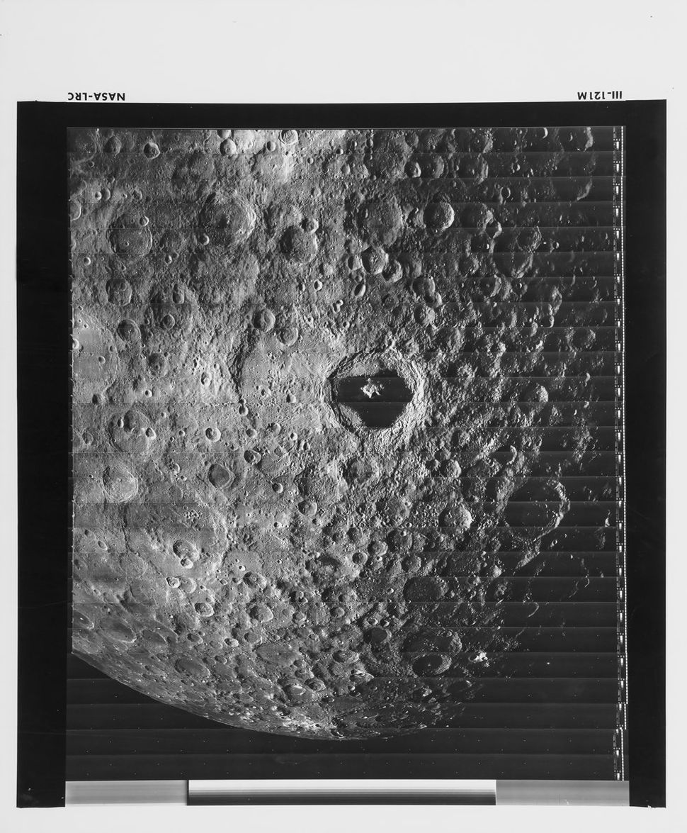 First high quality photograph of the farside of the Moon