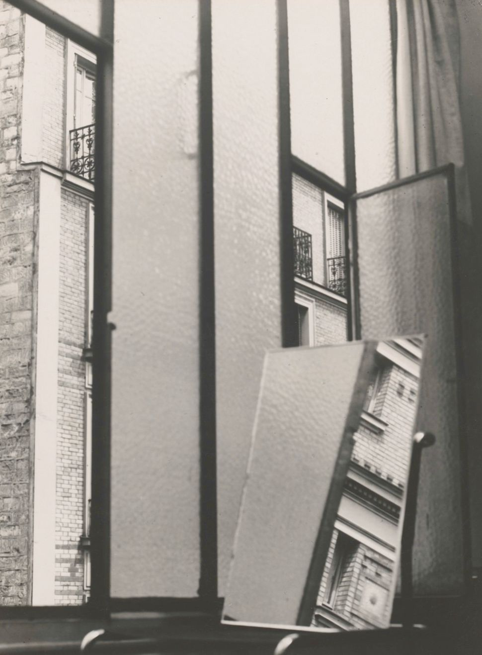 Window 1929 Florence Henri Gelatin silver print period, 37.3 x 27.5 cm.  Staatliche Museen zu Berlin, Kunstbibliothek. Floren
